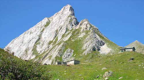 The eastern spur of Pyramids Calcaires <br> and  Elisabetta Soldini Hut