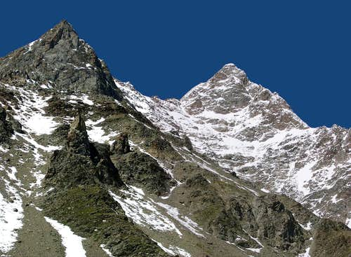 Close view of the ridge <br> culminating in  Aiguille des Glaciers <i>3817m</i>