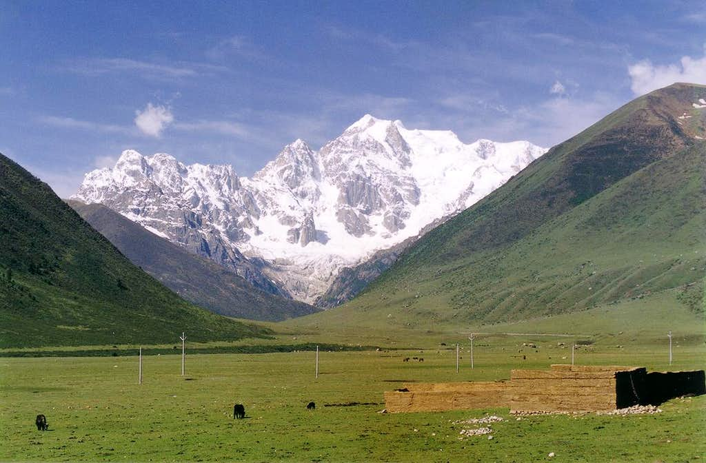 The North Face of Chola viewed from the Manigango-Dege road