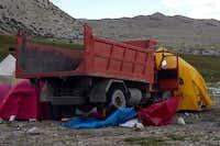 Truck crash at Cho Oyu BC