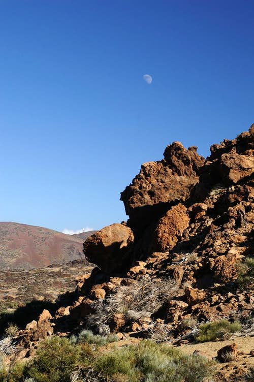 Moonrise above the Cañadas del Teide