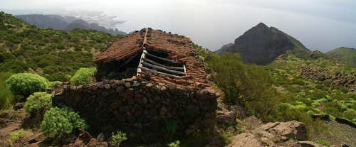 Looking across Finca de Guergues to the coast at Los Gigantes