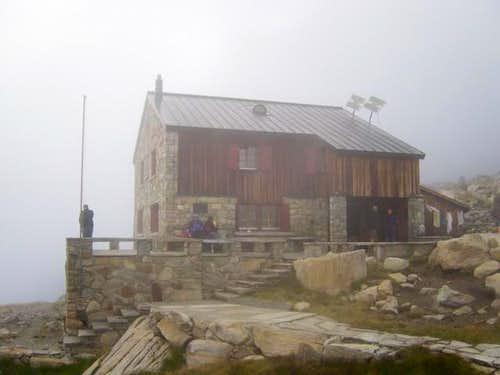 Almagellerhut in the fog