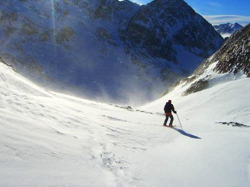 Skiing the couloir