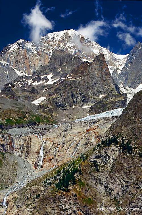 Innominata ridge and Freney glacier