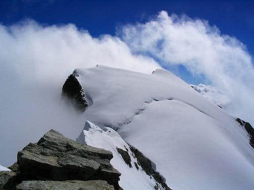 View of Pointe Walker (4208 m)
