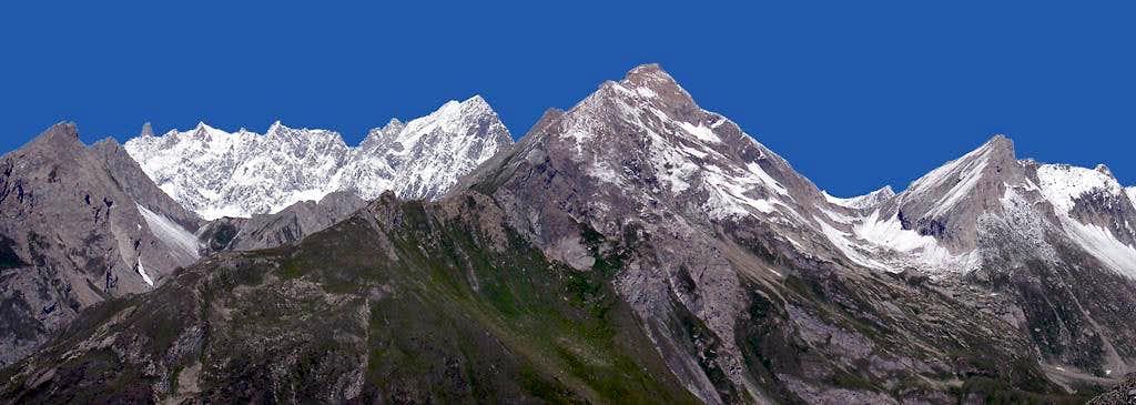 The ridge including Aiguille de Chambave, Grande Rochère and Aiguille de Bonalè