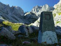 Albanian/Jugoslavian border stone in Buni i Jezerce