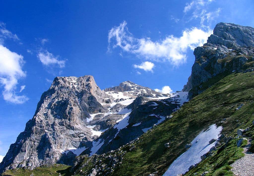 Vetta Orientale, Vetta Occidentale, Corno Piccolo NE Ridge, seen from Arapietra