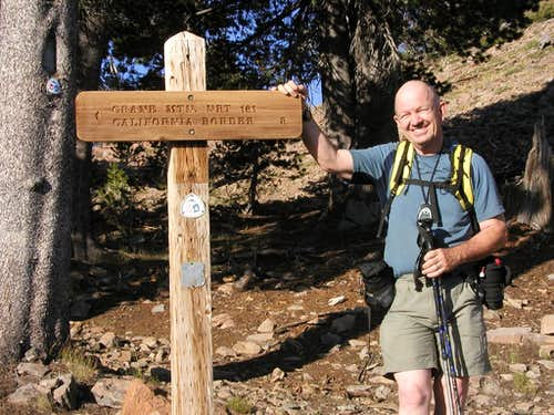 <A HREF=http://www.summitpost.org/user_page.php?user_id=1160 TARGET=_blank>Dean</A> posing at the trail sign