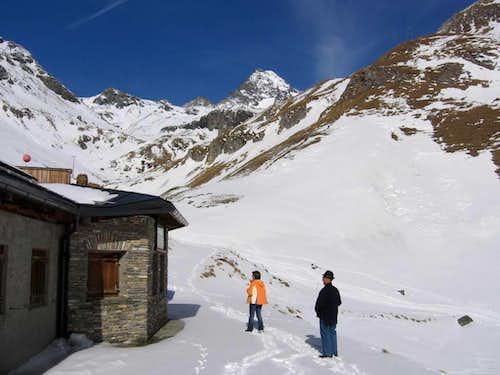 Hikers at Lucknerhütte