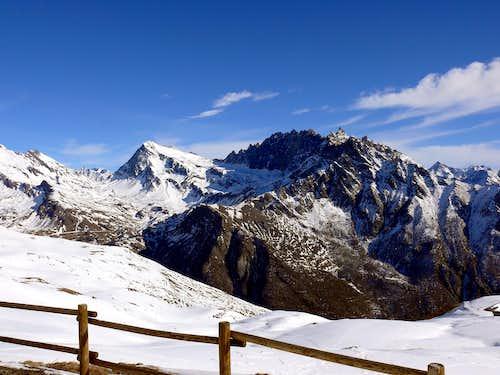 Il mont Gelè (3518 m) e il gruppo del Morion dal rifugio Champillon (2410 m)