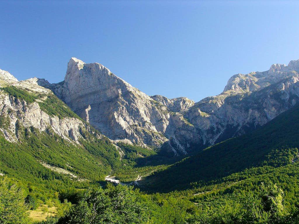 Thethi and Pejës Pass