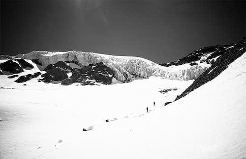 Passing the Cerro Trono Glaciar