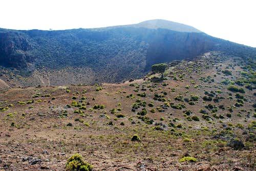 Hanoa Crater & Pu'uhonua'ula fr NE