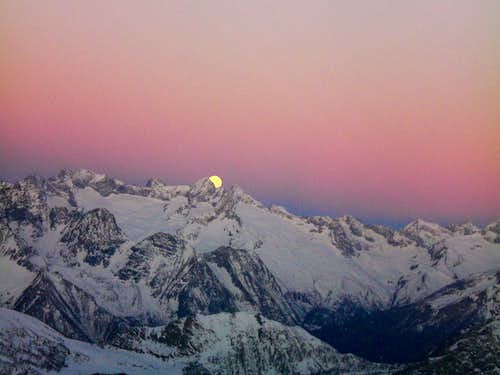 Falling Moon from Pizzo Scalino