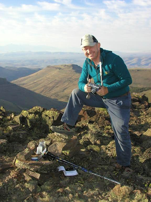 <A HREF=http://www.summitpost.org/user_page.php?user_id=1160 TARGET=_blank>Dean</A> at the summit register