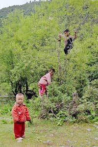 Kham Tibetan children
