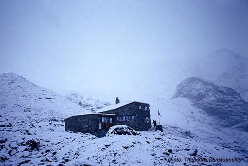 Leaving DomHutte in bad weather