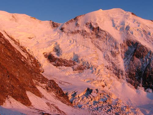 Alpenglow on Bionassay-glacier