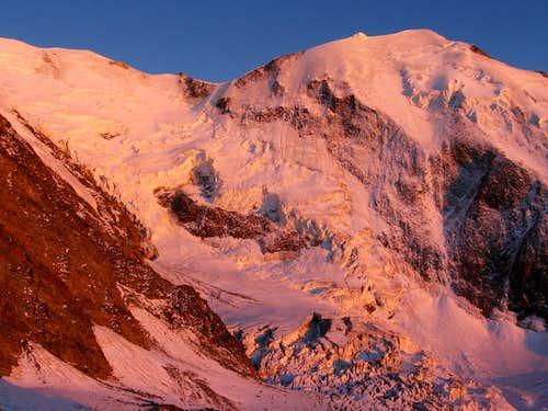 Alpenglow on Bionassay-glacier