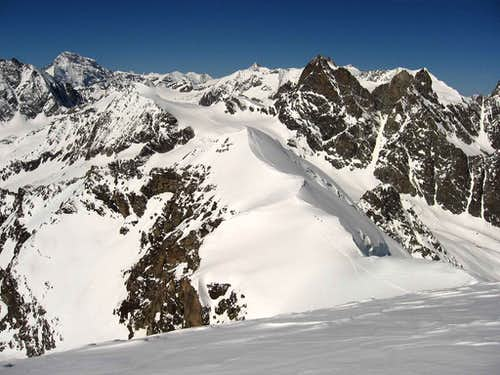 3 Skiers on Punta Kurz