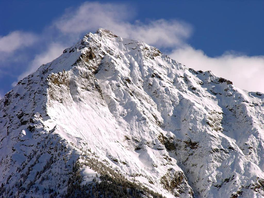 La parete nord della becca di Nona (3142 m)