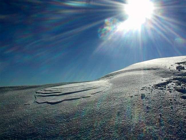 Snowdrift on summit cornice -...