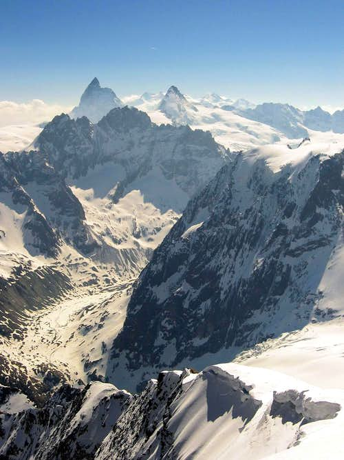 From the summit of Pigne d'Arolla,whatching to the north flank of Mont Collon and the glacier of Arolla.