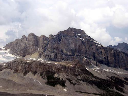The east wall seen from Punta Basei.