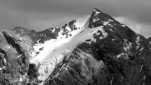 <b>B&W</b> Il versante nord ovest del monte Paramont (3301 m)
