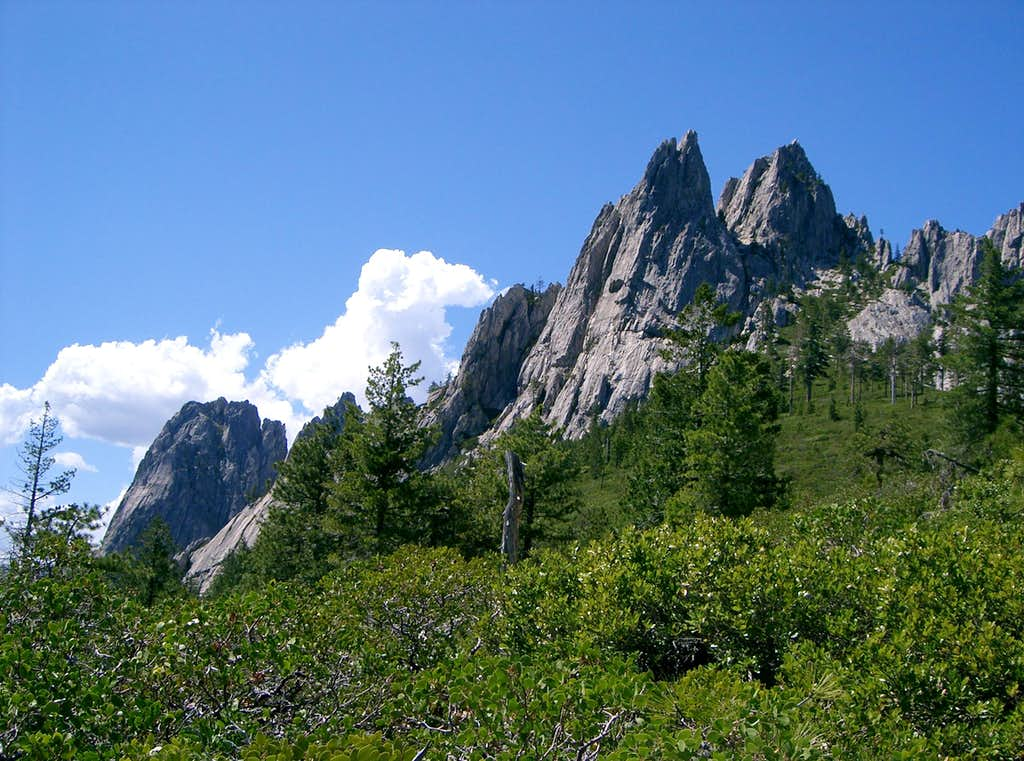 Castle Crags from the Trail to Castle Dome