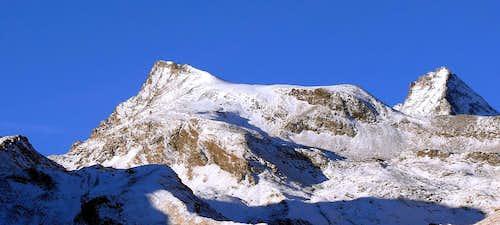 La punta Rossa della Grivola (3630 m) e la Grivola (3969 m), versanti est