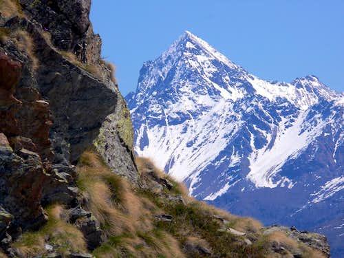 Il versante ovest del Monte Emilius (3559 m)