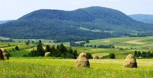 Mount Cergowa (716m)-view from Przymiarki (630m)