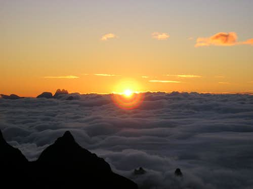 Clouds carpet in Açu\'s sunrise