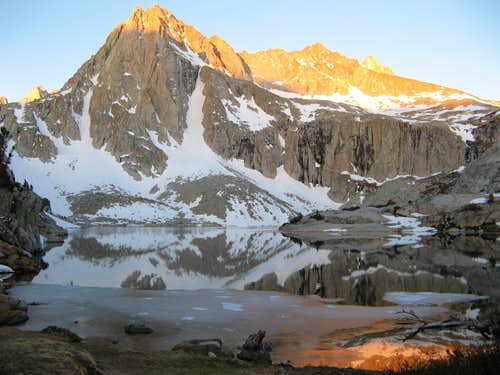 Picture Peak and morning alpenglow at Hungry Packer Lake
