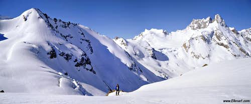 Ski-tour in Adyl-su with Djan Tugan peak on the background.