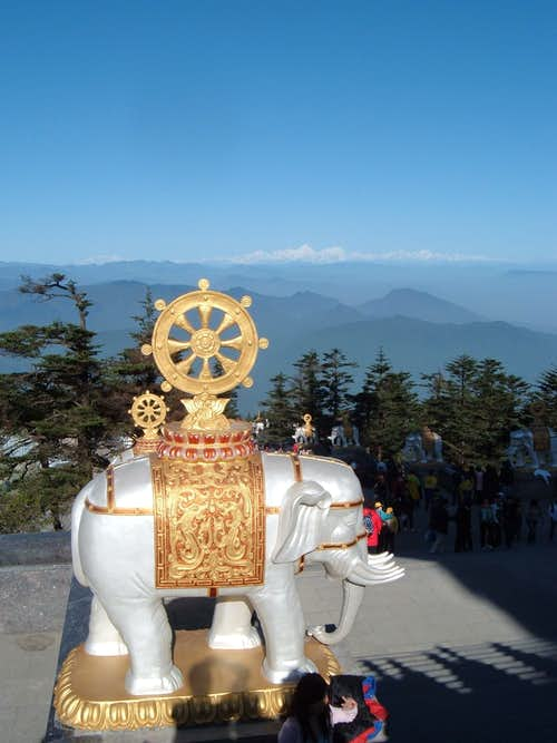 Lucky elephant and the monster of western Sichuan