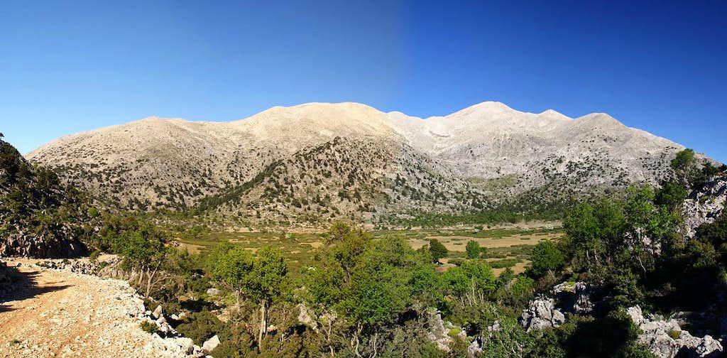 Kastro above Oropedio Niatos