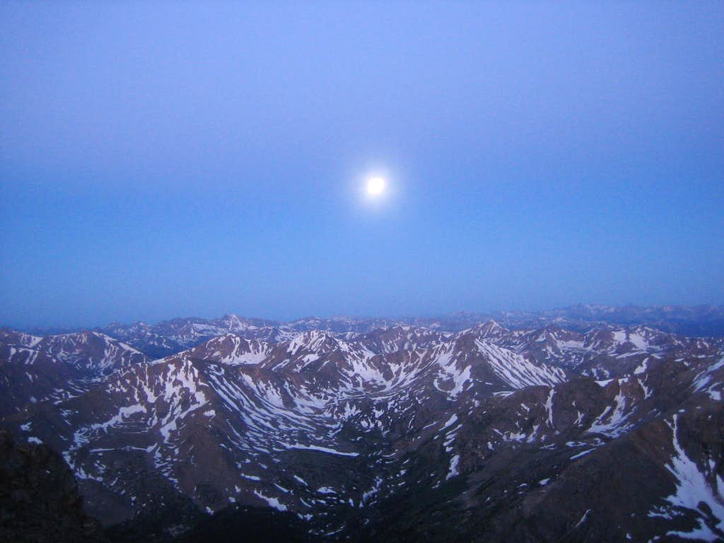 Fullmoon on top of Mount Massive