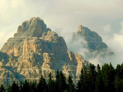 Tre Cime di Lavaredo (Drei Zinnen) (2999 m)  from SW.