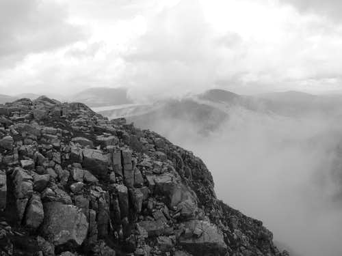 Outcrops on Stob Coire Raineach (B&W)