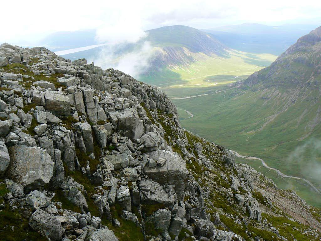 The outcrops of Stob Coire Raineach