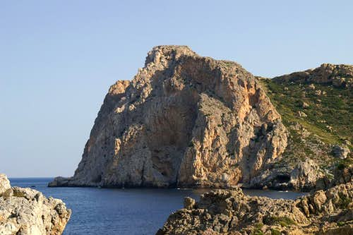 The starting point of the route: Ancient Falassarna with its beautiful cliffs