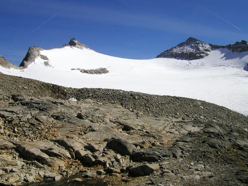 Hoher Sonnblick (3105m) on the left and Goldbergspitze (3072m) on the right