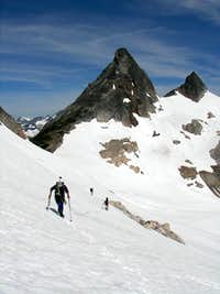 Traversing to Colonial Neve Col