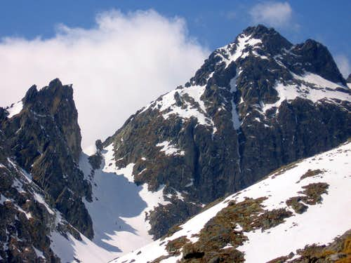 Priecne Sedlo (Red-tower Pass, 2352m) and Siroka Veza (Red-tower, 2466m) from Terycho chata