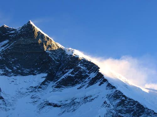 Winds on the flanks of Lhotse at sunrise