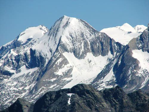 From the left: Dreiherrenspitze 3499m, Roetspitze 3495m and both Simony-Spitzen 3488m and 3440m